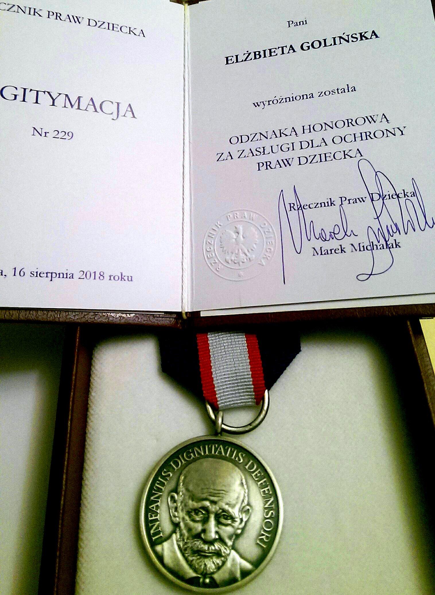 Honorowa odznaka Infantis Dignitatis Defensori